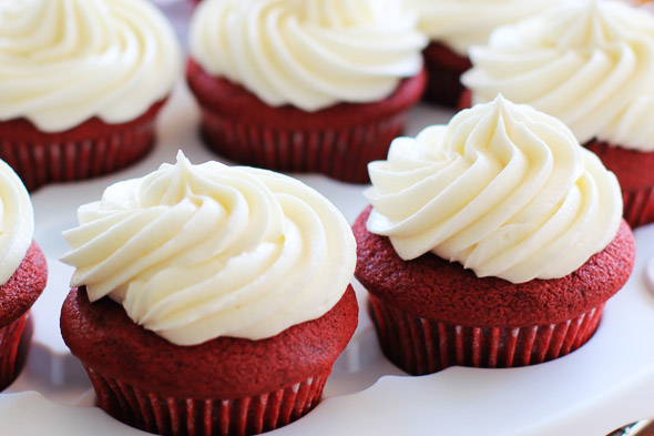 red velvet cream cheese frosting cupcakes