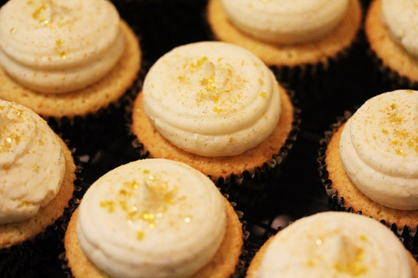 Vicious Vanilla Bean Cupcakes with Vanilla Bean Buttercream