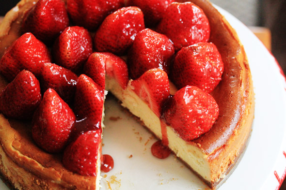 Vanilla Bean Cheesecake with Fresh Strawberries