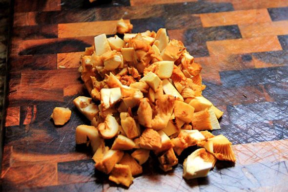 With a damp paper towel or kitchen cloth, gently wipe away the dirt from each mushroom. Cut off the woody ends and chop into bite-sized pieces.