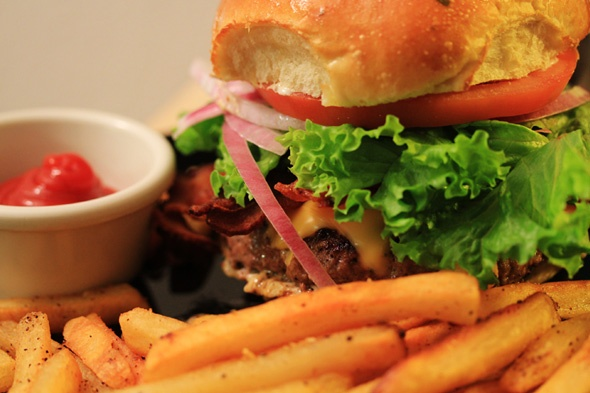 Classic All American Bacon Cheeseburger & Garlic Fries