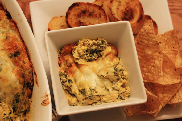 Hot Cheesy Spinach & Artichoke Dip